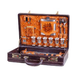 Вкейсах классической компоновки размером 16 дюймов